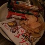 仙台ミルクホール - お通しは駄菓子
