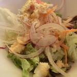 39148372 - サラダ、アップ。色々入ってて美味しい~♡ ドレッシングも良いお味。