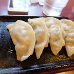 八味一心 - 餃子4個 (3個から1個単位で注文可能)