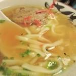 酒房 朋 - スープは福岡のトンコツとは和風出汁の様な独特のスープ、そして何より豚肉に味が良く浸みててバリウマです。