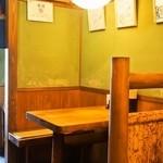 多津屋 - レトロな雰囲気の店内