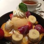Roll Madu - 苺バナナミルクフレンチトーストセット 1450円外税