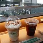 カフェ デュ モンド - 【アイスコーヒー…390円】【キャラメルオーレ…450円】2015/5