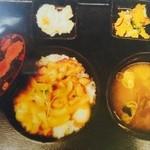 小春食堂 - 鶏スタミナ丼セット 680円