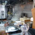 柳麺 呉田 - 麺茹では平笊とテボをタイミング?!により併用