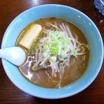 大関ラーメン - 料理写真:みそラーメン¥700+バター¥100