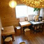 ガリバーハウス - 2Fへ上がると、レストラン&カフェの空間
