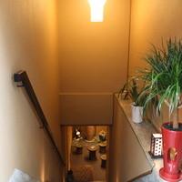 地下への階段を降りると凛とした空気が・・・