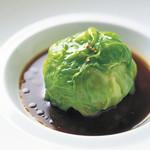レストラン ひらまつ - 料理写真:ひらまつのスペシャリテ「鴨フォアグラのキャベツ包み トリュフのジューソース」
