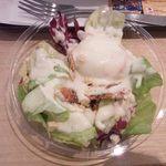 ファーストキッチン - ベーコンと温泉卵のシーザーサラダ