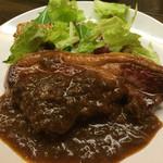 京都ダイナー - 仔羊モモ肉のグリル(800円)。