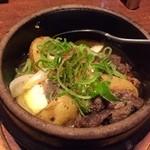 甘太郎 - 牛すじ肉じゃがバター。