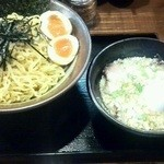 らーめん岩本屋 - つけ麺(大)・煮玉子トッピング・ネギ多目¥960(税込)