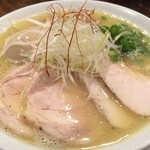 RAMEN 風見鶏 - 鶏チャーシューが4枚もIN