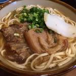 沖縄そば食堂 海辺のそば屋 - ソーキそば(並)