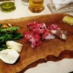 39384321 - 幻ネロパルマの生ハムと上質なイタリア食材の盛り合わせ