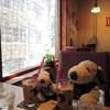 CHILINN - 料理写真:今回は店先側の席に座りました。 そろそろ暑くなってきたので、 窓にかけられてる簾が涼しげでいいね~ そして、ボキらが注文したのはアイスチャイ。