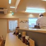 とんかつ 和栗 - 新店らしく清潔感漂う。