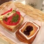 進々堂 - バタールピザ カプレーゼとダークチェリーデニッシュ