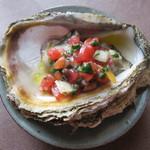 39431248 - 旬のおすすめ:岩牡蠣のモロヘイヤソース 900円