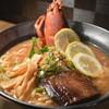 海宝 - 料理写真:オマール海老の頭が豪快に乗った海老づくしのラーメン
