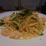 オステリア・アンジョウ - 料理写真:Aランチ(パスタランチ、1250円)の週替わりパスタは小エビと夏野菜でした