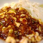 陳家私菜 - 刀削麺に直接掛けて、ワシワシ食うべし! 汗をかきつつ食べる麻婆は、最高です!