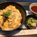 初音亭 - 南部鳥の親子丼(680円)