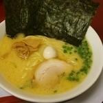 松田家 - 料理写真:鶏白湯ラーメン(\750)