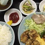 39522215 - (再訪 2015.7.) 中華定食(酢豚、カラ揚げ、チャーシュー2枚、玉子焼き、ライス、小スープ付き)1,100円。