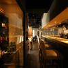 神楽坂 ワイン食堂 イタリアン Terzo - 内観写真:カウンターとウォークインワインセラー