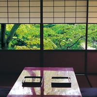 日本庭園を眺めながら味わう四季折々の伝統の味