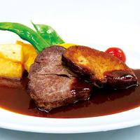 牛フィレ肉とフォアグラの重ね焼き(マルサラソース)