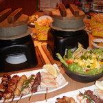 八剣伝 - 料理写真:自慢の「炭火焼鳥」と炊立ての「釜めし」