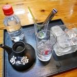 琉球居酒屋 あぱら樹 - 菊之露カメ仕込み古酒(1合)¥1080