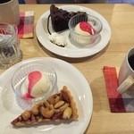 西新五丁目 あかり珈琲 - ガトーショコラ、ナッツタルト