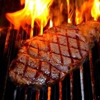 直火で焼き上げる熟成ブラックアンガス牛