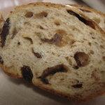 ソオカナ - イチジクとレーズンのパン断面