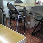 味ごころ - テーブル席オンリーの構成。