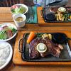 ランバーハウス - 料理写真:リブ ステーキ(手前)& ダグラス ステーキ