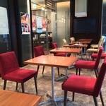 TRAVEL CAFE by TABIKOBO - 喫煙席  道路に面して明るいです