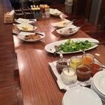 TRAVEL CAFE by TABIKOBO - サラダ・ドリンクバー  赤白ワインも飲み放題  千ベロ万歳