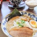 三宝亭 - とんこつらーめん669円