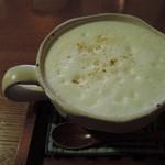 かえるcafe - ボキらは3人ともスイーツ3種盛りセットにして、 ドリンクはユーカリちゃんとちびつぬは、ソイ・チャイに。