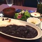 金魚坂 - ビーフ黒カレー(飲み物付き)
