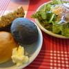 ドゥカティ - 料理写真:食べ放題のパンとサラダ