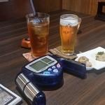 牡蠣と魚 海宝 - 乾杯の時から常にテーブルの上に置かれていた体脂肪計(笑)