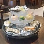 牡蠣と魚 海宝 - めっちゃ豪華な牡蠣がたくさん、「タウリンタワー (3980円)」