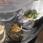 牡蠣と魚 海宝 - 三段目は焼き・蒸し系が並びます