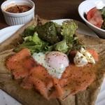 ノラリクラリ - ランチセット(スモークサーモンとチーズと野菜のガレット)